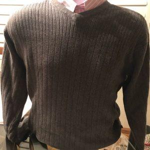 Men's IZOD V-Neck Grey sweater.